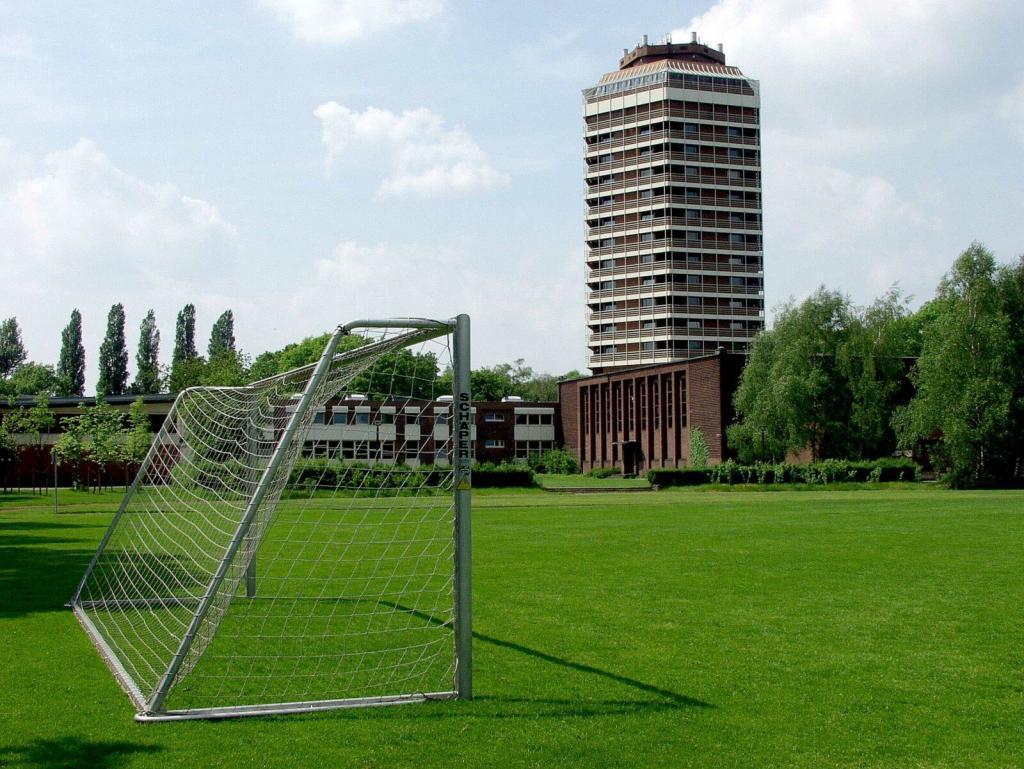 Fussball Trainingslager auf dem Rasenplatz in der Sportschule Wedau