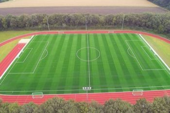 Ansicht des Kunstrasenplatz der Sportschule Emsland