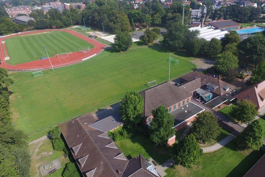 Luftaufnahme des Fussball Trainingslager Ammerland