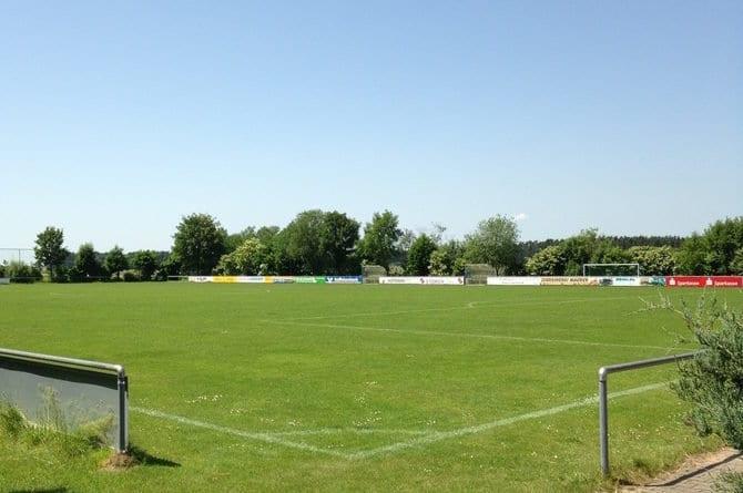 Schöner Rasenplatz während des Fussball Trainingslager auf der Burg