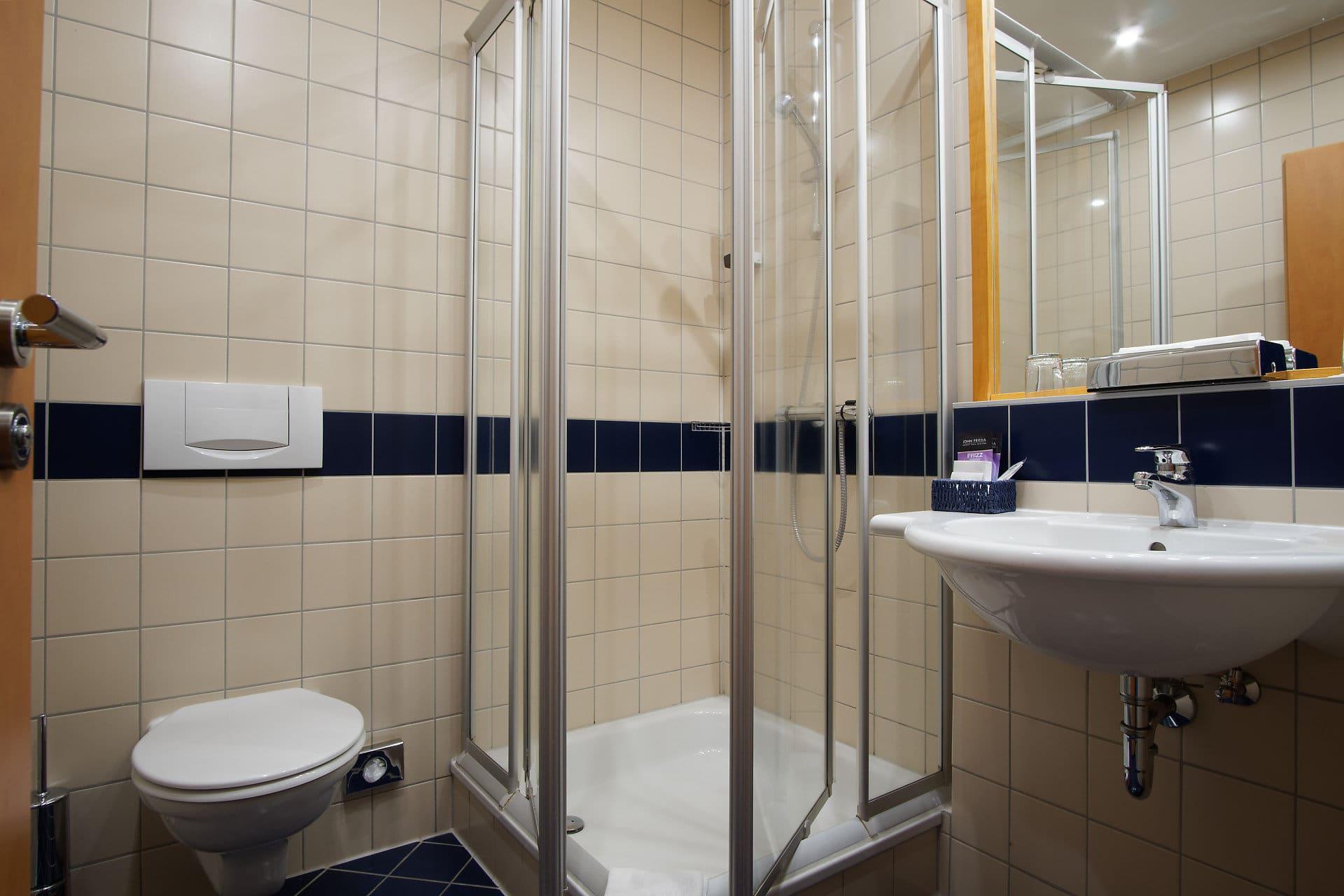 Separater Duschbereich & WC-Bereich in jedem Zimmer