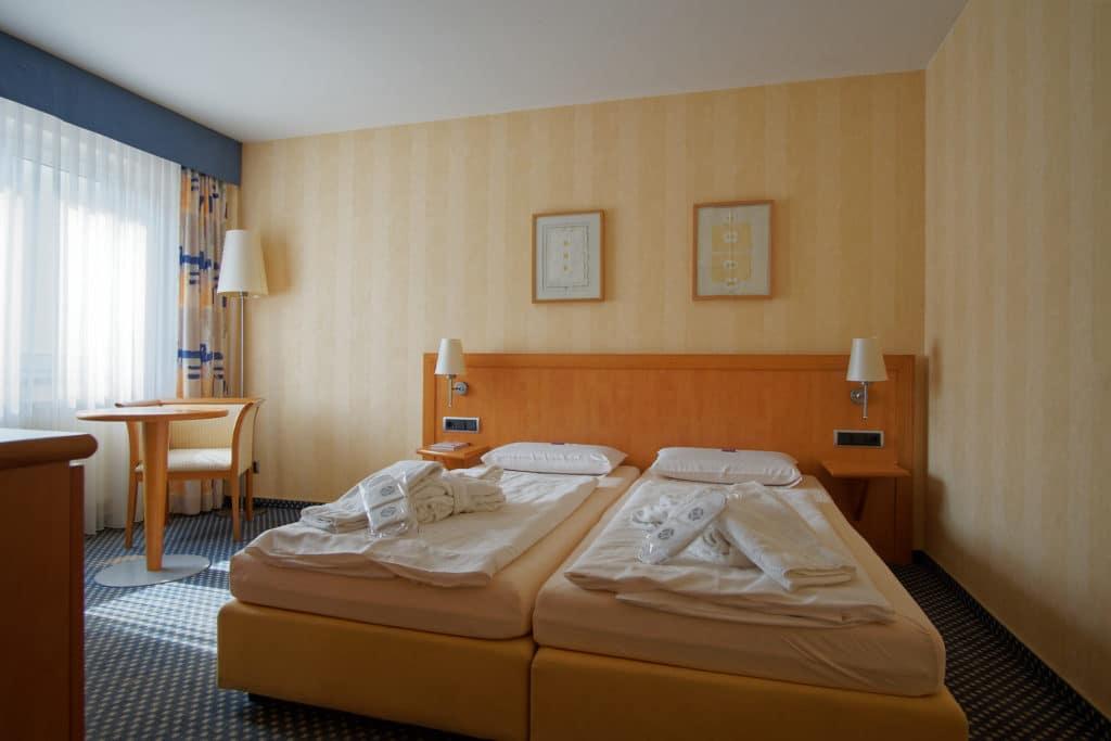 Komfortables Doppelzimmer mit zwei Einzelbetten