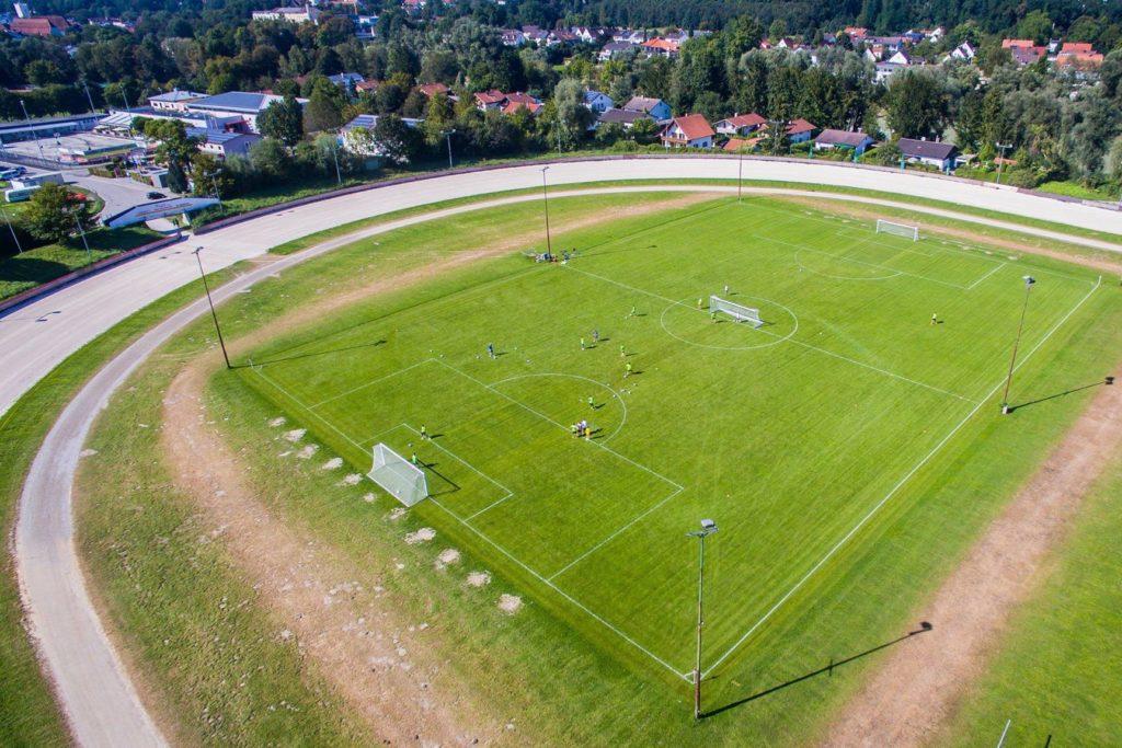 top gepflegte Rasenplätze auf Eurer Sportreise
