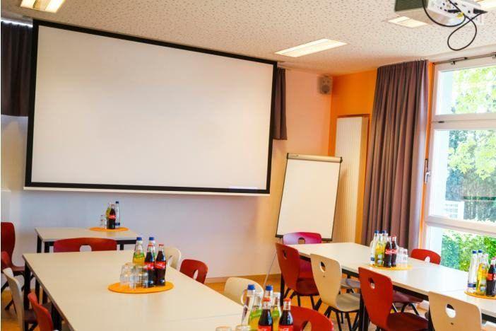 modern ausgestattete Tagungsräume bei der Trainingsanalyse
