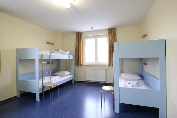 Geräumiges Mehrbettzimmer beim Trainingslager Ostseestrand Rostock