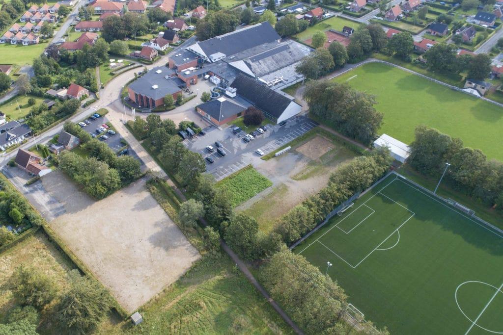 Luftaufnahme des Fussball Trainingslager Rodding
