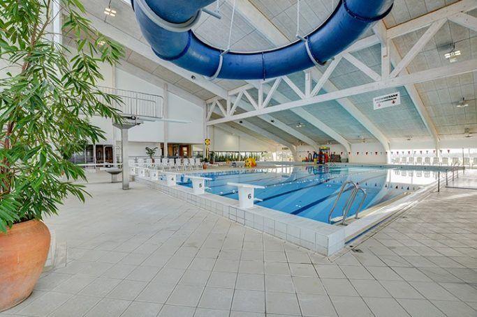 Großer Schwimmbereich mit extra Rutsche
