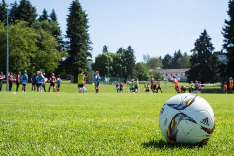 Rasenplatz Sporthotel Mittelhessen Fussball Trainingslager