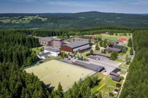 Übersicht Sportpark Erzgebirge mit Kunstrasen- und Rasenplatz