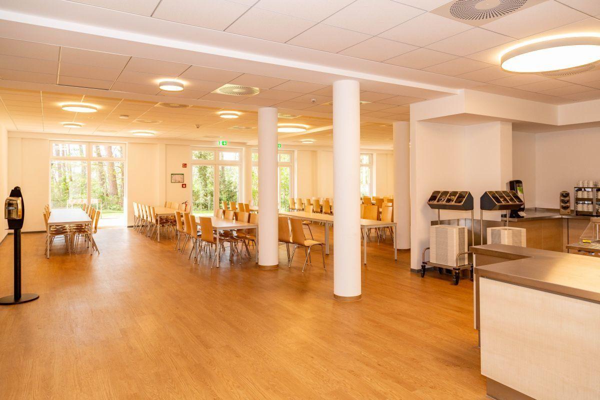Die Unterkunft bietet einen großen Essenssaal mit reichlich Platz für alle Gäste