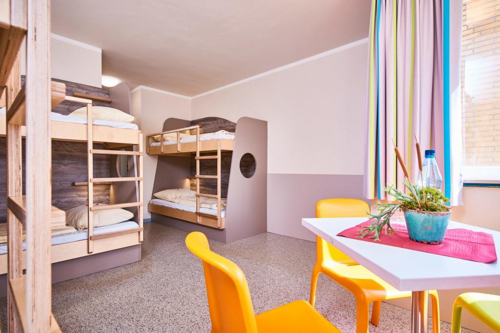 Mehrbettzimmer im Trainingslager an der Aller