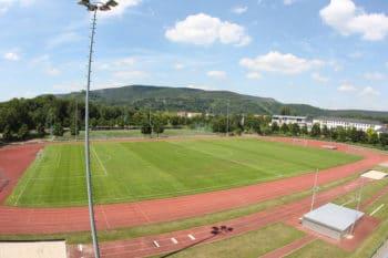 Schöner Rasenplatz beim Fussball Trainingslager an der Saale