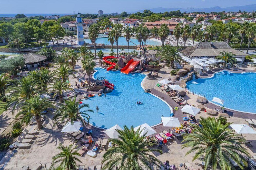 riesiges Schwimmbad im Traininglager Costa Daurada