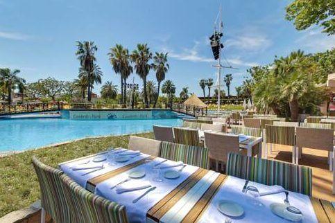 gutes Essen unter Palmen an der Costa Daurada