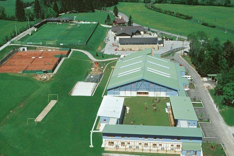 Luftaufnahme des Fussball Trainingslager Erlaufsee