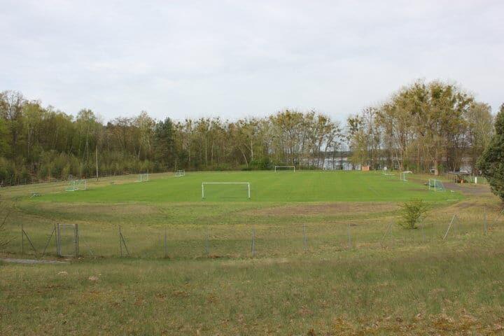 Stadion mit schönem Rasenplatz im Fussball Trainingslager Haus am See