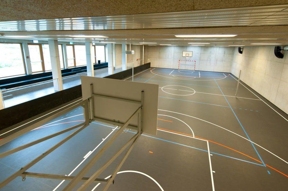 Training in der Sporthalle direkt im Haus