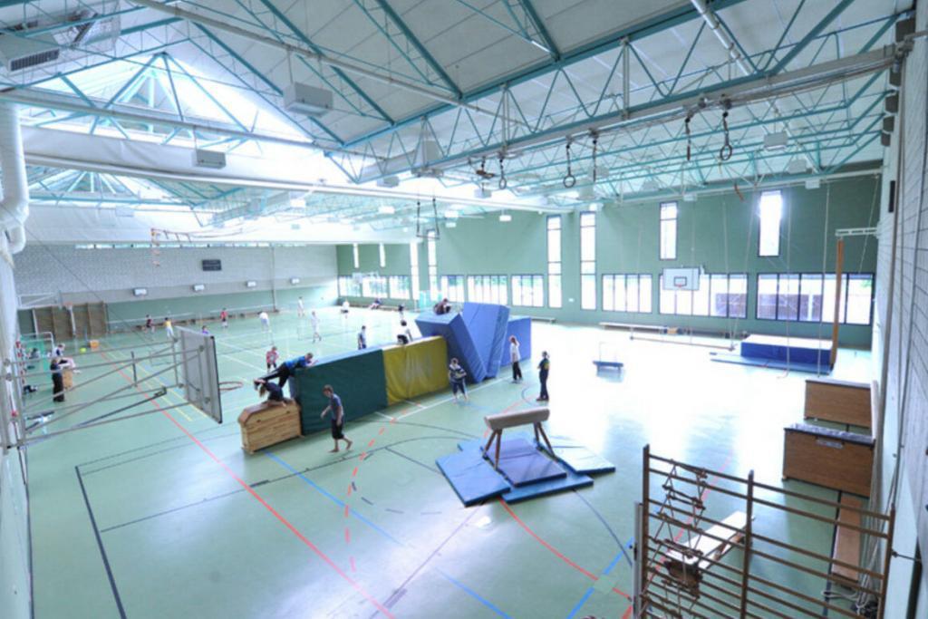 Training auch in der Sporthalle der Unterkunft