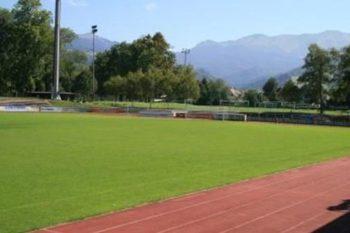 Schöner Rasenplatz beim Fussball Trainingslager Vorarlberg