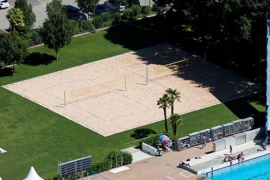 Beachvolleyballfelder im Fussball Trainingslager Lago Maggiore