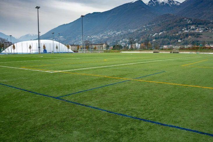 Moderner Kunstrasen beim Fussball Trainingslager Lago Maggiore