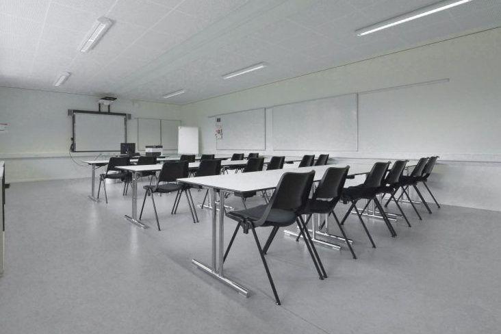 Großer Seminarraum für Taktikbesprechungen im Fussball Trainingslager Lago Maggiore
