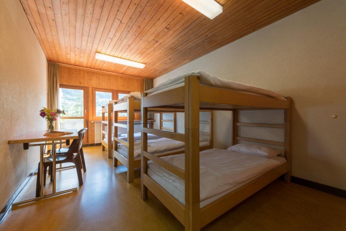 Gemütliches Mehrbettzimmer im Trainingslager Wallis