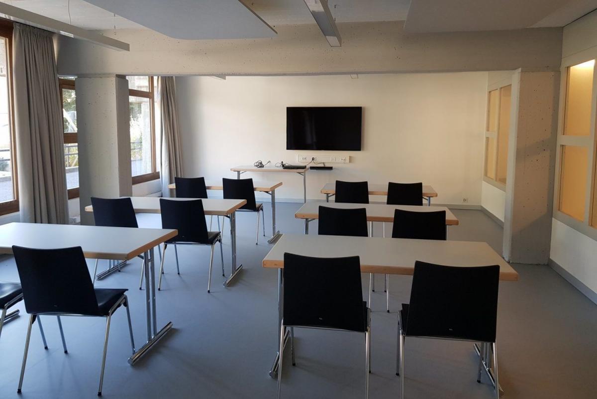 Moderner Seminarraum im Fussball Trainingslager Wallis