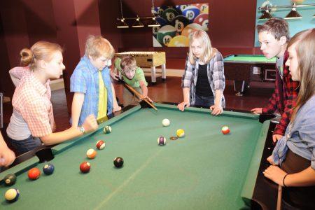 Vielseitiger Freizeitraum mit Billiard & Kicker