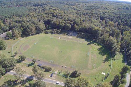 Luftaufnahme des Stadions im Trainingslager Haus am See