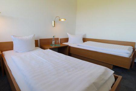 Breite und sehr angenehme Einzelbetten im Trainingslager Leipzig