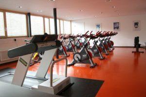 Tolle Ausstattung des Fitnessraum im Fussball Trainingslager Vorarlberg
