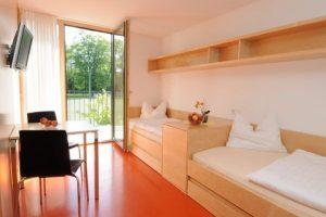 Helles und geraeumiges Zimmer im Fussball Trainingslager Vorarlberg